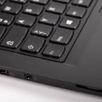 Der Tastaturrahmen versenkt sich beim Umklappen der Anzeige automatisch und deaktiviert damit die Tasten.