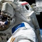 Nicht nur auf den Anzügen, auch auf den Raumstationen könnte das Symbol erscheinen.