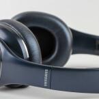 Über die seitlichen Ohrschalen könnt ihr per Gesten die Musiksteuerung übernehmen.