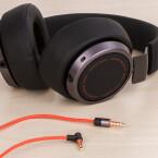 Der Vega funktioniert nur mit Kabel. Bald wird es sicherlich auch eine Bluetooth-Variante geben.
