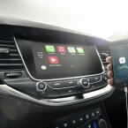 Sowohl mit Android (Android Auto) als auch iOS (Apple CarPlay) kann die Bordelektronik kommunizieren.