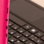 Die Tableteinheit ladet ihr bequem per USB auf. Die Tastatur verfügt nicht über einen eigenen Akku.