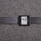 Die Smartwatch lässt sich angenehm tragen - das Kunststoffarmband sitzt fest und rutscht nicht.
