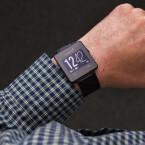 Das Uhrendisplay der Garmin Vivoactive: gut lesbar, aber die Auflösung könnte besser sein.