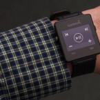 Mit der vorab installierten Musikanwendung kann man die Standard-Musik-App auf dem Smartphone steuern.
