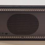 ... 350 Euro verlangt Bowers & Wilkins für den T7. Lautsprecher-Auslässe finden sich an der Vor- und Rückseite.