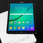 Samsung stülpt Android 5.0.2 die eigene TouchWiz-Oberfläche über.