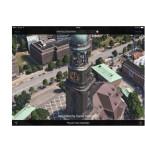 Möchtet ihr ein paar Details mehr sehen, so zoomt ihr mit der bekannten Zweifingergeste in das Bild hinein. Wie auf dem Screenshot zu sehen ist, werden so beispielsweise Details der Hauptkirche Sankt Michaelis in Hamburg deutlich sichtbar.