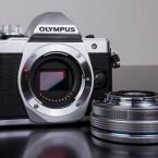 Die Systemkamera verfügt über einen 16-Megapixel-Bildsensor im Micro Four Thirds-Format.