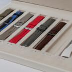 Armbänder gibt es in verschiedenen Farben aber nicht in verschiedenen Größen.