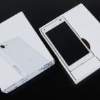 Wir öffnen den Karton und werfen einen ersten Blick auf Sonys neues kleines High End-Smartphone.