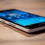 Alle Bedientasten sind beim Microsoft Lumia 950 am rechten Gehäuserand angebracht.