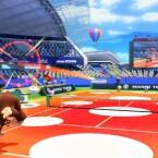 Auf dem Plitzplatz springt der Ball extrem hoch ab.