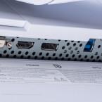 Der Eizo FlexScan EV2750 bietet diverse Anschlussmöglichkeiten, darunter HDMI und DisplayPort. Außerdem befindet sich hier auch der USB-Ausgang für den eingebauten HUB.