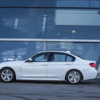 BMW präsentiert mit dem 330e ...