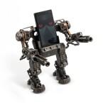 Hände hoch! Der Mech-Roboterstand hält Smartphones zu einem einmaligen Preis von 50 Britischen Pfund, umgerechnet 63 Euro. (Bild: red5.co.uk)