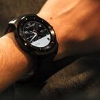 Sieht edel aus und macht nicht so schnell schlapp - die LG G Watch R.