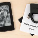 Dem Kindle Paperwhite liegt wie gehabt ein USB-Netzkabel zum Aufladen und eine kurze Bedienungsanleitung bei.