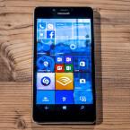 Das Microsoft Lumia 950 bietet ein 5,2 Zoll großes QHD-Display.