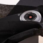 Das erste was uns beim Auspacken des Panasonic Lumix DMC-CM1 ins Auge sticht ist das von Leica gerechnete Objektiv. (Bild: netzwelt)
