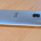 An der linken Seite finden Nutzer beim One M9 den microSD-Slot.