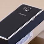 Die Rückseite des Galaxy Alpha besteht dagegen aus Kunststoff. (Bild: netzwelt)