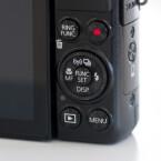 Weitere Funktionen lassen sich am unteren Teil der Kamera steuern.