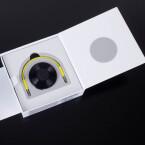 Der Streaming-Empfänger steckt in einem kleinen Karton. Eine Kurzanleitung zur Installation ist abgebildet.