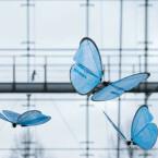 Das Unternehmen für Automatisierungslösungen zeigt außerdem die eMotionButterflies - intelligente Bionik-Produkte, deren Flugkurve mittels Indoor-GPS koordiniert wird.
