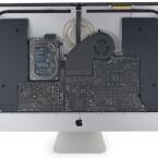 Ist das Display des iMac Retina erst einmal ab, bekommt ihr das aufgeräumte Innere des All-In-One-Rechners zu sehen.