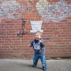 Eine Häuserwand, abwaschbare Kreide und Spaß am Fotografieren: Viel mehr braucht es nicht, um kreative Erinnerungen festzuhalten.