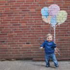 Damit die Kommunikation mit dem Kindermodell reibungslos verläuft, geht nicht so weit weg und wählt am besten eine Normalbrennweite zwischen 40 und 60 Millimeter.