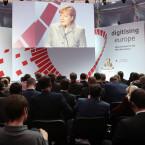 """Die Kanzlerin sprach auf der """"Digitising Europe""""-Konferenz von Vodafone über ihre Pläne zur Netzneutralität. Einem Bericht der FAZ zufolge sind Datenautobahnen noch nicht vom Tisch."""