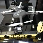 Muvi brachte Actioncams der K-Serie mit zur Photokina. Aktuelles Flaggschiff ist das Modell K-Series K2NPNG. Auch eine Drohne stellte muvi auf dem Photokina-Stand aus. Viel verraten wollte der Hersteller zur X-Drone jedoch noch nicht - coming soon!