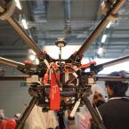 Der Octocopter Spreading Wings S1000 bringt mühelos eine Spiegelreflexkamera in die Luft.