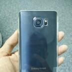 Die Kamera steht aus der Rückseite des Galaxy Note 5 hervor.