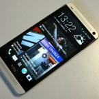 Der BlinkFeed, eine Art Feedreader im Flipboard-Stil, füllt beim HTC One den Startbildschirm. (Bild: netzwelt)