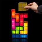 Klötzen für Klötzchen zur Tetris-Lampe. Preislich liegt das Produkt bei 40 Euro. (Bild: thinkgeek.com)