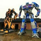 Diese Transformers aus Schrottteilen haben Vater und Sohn erbaut.