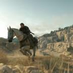 Auch auf dem Pferd ist Snake auf Mission.