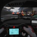 Die Sicht aus der Cockpit-Perspektive offenbart viele Details. (Bild: Slightly Mad Studios)
