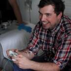 Spielen, verlieren, Blut ablassen und immer weiterlächeln. (Bild: Kickstarter Brand & Grotesque)