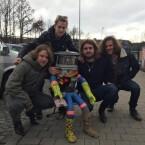 Ein Roboter trifft auf die Rock-Band Who's Panda.
