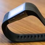 Das Armband von Fitbit Surge lässt sich im Kurztest am schnellsten umbinden.
