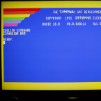 Dieses Bild dürfte vielen C64-Nutzern in ähnlicher Form noch in Erinnerung sein. Der Startbildschirm des Mega65 mit Basic 10.0 als Betriebssystem.