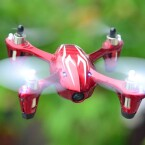 Drohnenalarm: Ein Hubsan X4 Mini-Quadcopter mit Gampadsteuerung für 50 Euro. (Bild: Hubsan)
