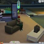 Multitasking macht vieles leichter. Sims können in Die Sims 4 zum Beispiel gleichzeitig fernsehen und mit dem Handy nach einem Job suchen.