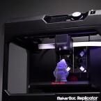 Der Cloud-fähige MakerBot Replicator der fünften Generation baut auf Fused Deposition Modeling und nutzt das Makerbot-PLA-Filament. Kostenpunkt: 3.200 Euro.