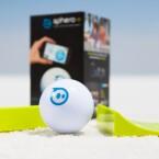 Über das Smartphone oder Tablet lässt sich der Roboterball Sphero 2.0 für 130 Euro steuern. (Bild: Sphero/Brandfolder)