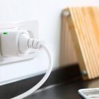 Über Eve Energy lassen sich Geräte bei zu hohem Stromverbrauch ausschalten.
